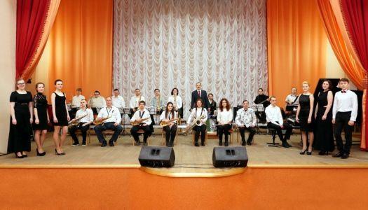 оркестр – руководитель Юрий Иванович Одинцов (2016 год)